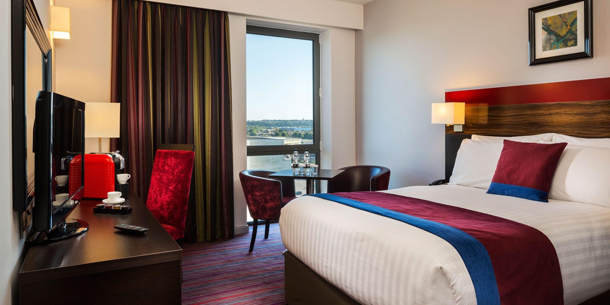 clayton-hotel-cardiff-room